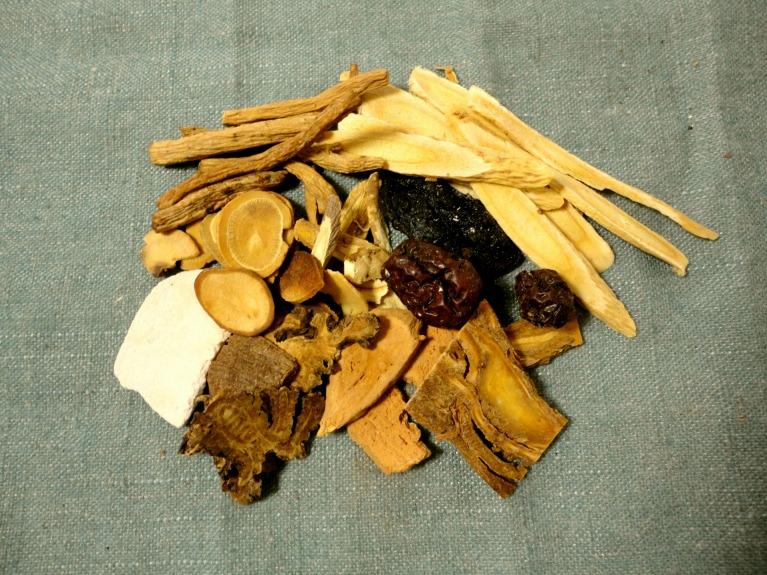 漢方薬と西洋薬のハイブリッド治療(両者の良いところの組み合わせ)